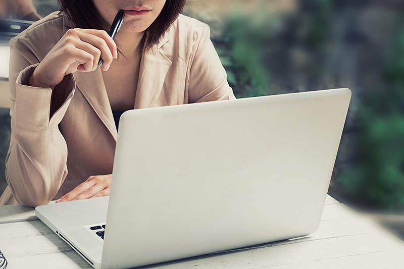 Werken na de 8e maand van je zwangerschap even schadelijk als roken