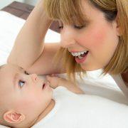 Je baby kalmeren met zingen werkt beter dan tegen ze praten