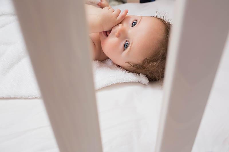 Meer sterfgevallen onder baby's door ledikantbeschermers
